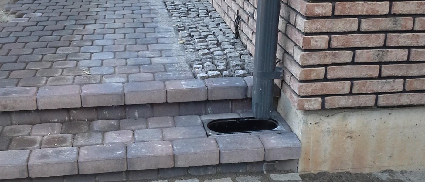 Grindimas akmenimis, laiptai, lietaus kanalizacija