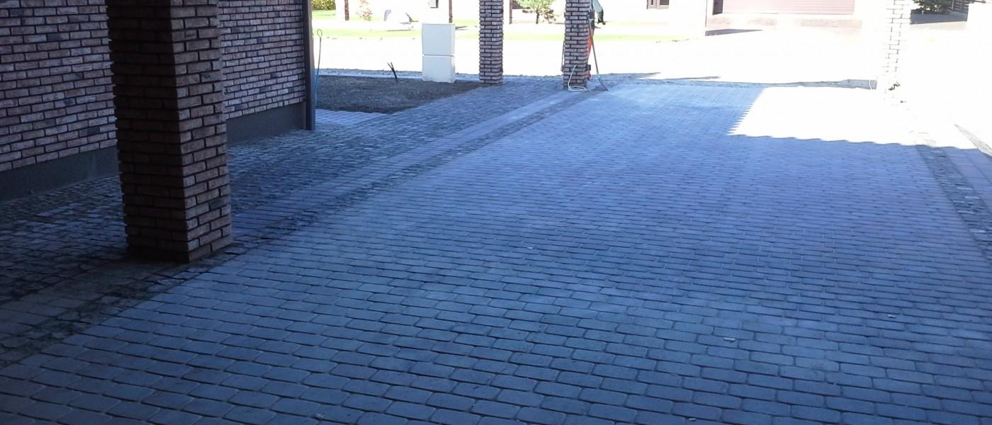 Trinkeliu klojimas, grindimas akmenimis